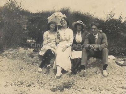 ELSIE MULLEY WITH SISTER AND FRIENDS, c1913